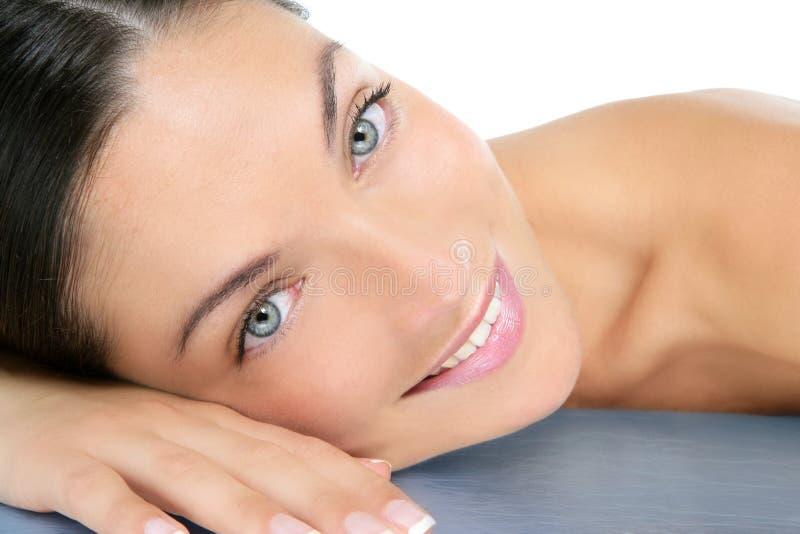 Fim limpo bonito da mulher dos cosméticos acima do retrato foto de stock royalty free