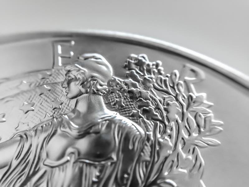 Fim macro acima de um americano Eagle Bullion Coin da prata de 999% imagem de stock