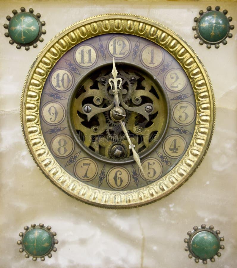 Fim ornamentado do vintage acima da face do relógio fotos de stock