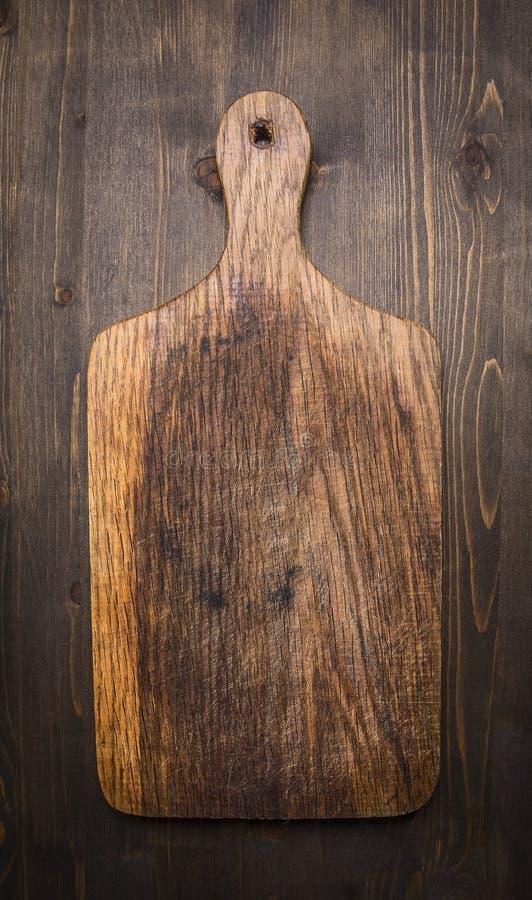 Fim rústico de madeira de madeira da opinião superior do fundo da placa de corte do vintage velho acima foto de stock