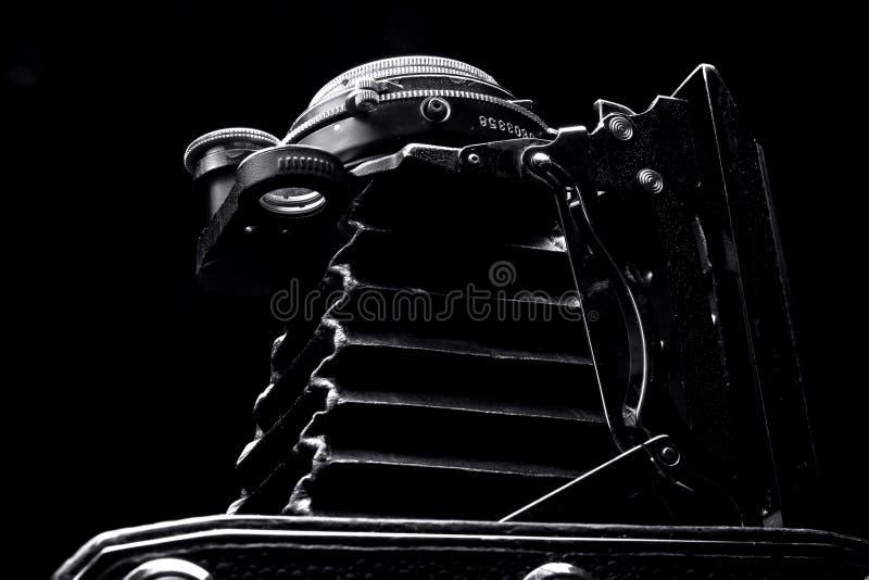 Fim retro da câmera da foto acima no fundo preto fotos de stock royalty free