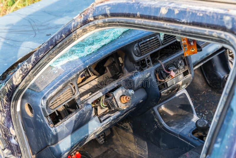Fin abandonnée d'intérieur de Volkswagen Vento vers le haut de tir photographie stock libre de droits
