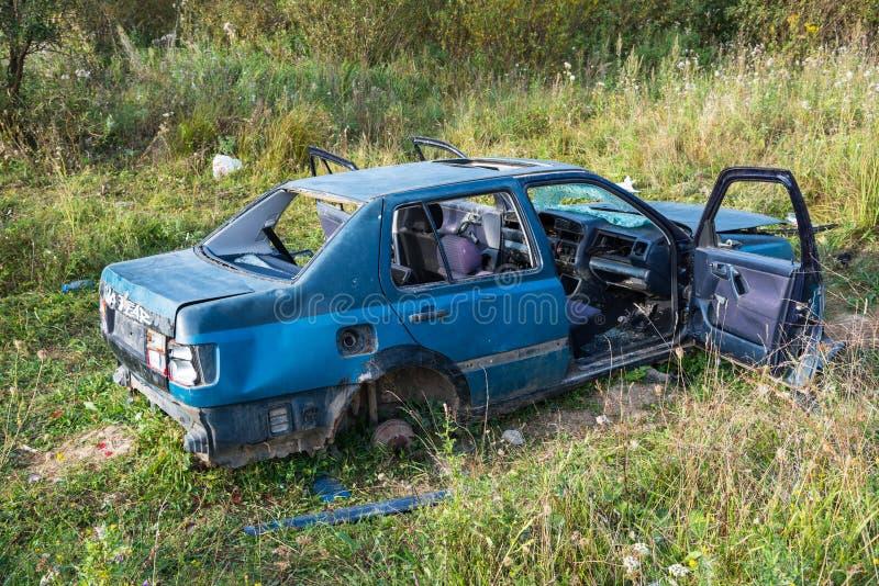 Fin abandonnée de Volkswagen Vento vers le haut de tir images libres de droits