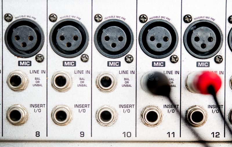 Fin audio de mélangeur de studio de panneau d'entrée de câble  photo stock