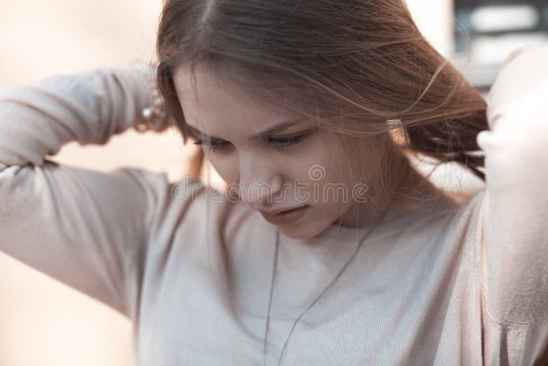 Fin blonde d'extérieur de femme  photo libre de droits
