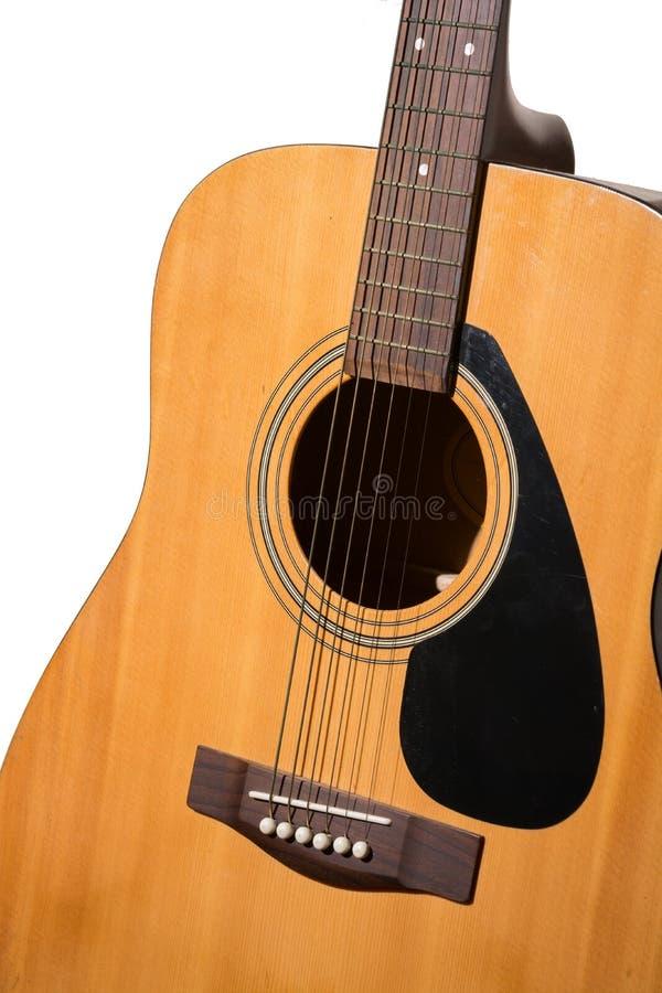 Fin classique de guitare acoustique d'isolement sur un backgroun blanc photographie stock libre de droits
