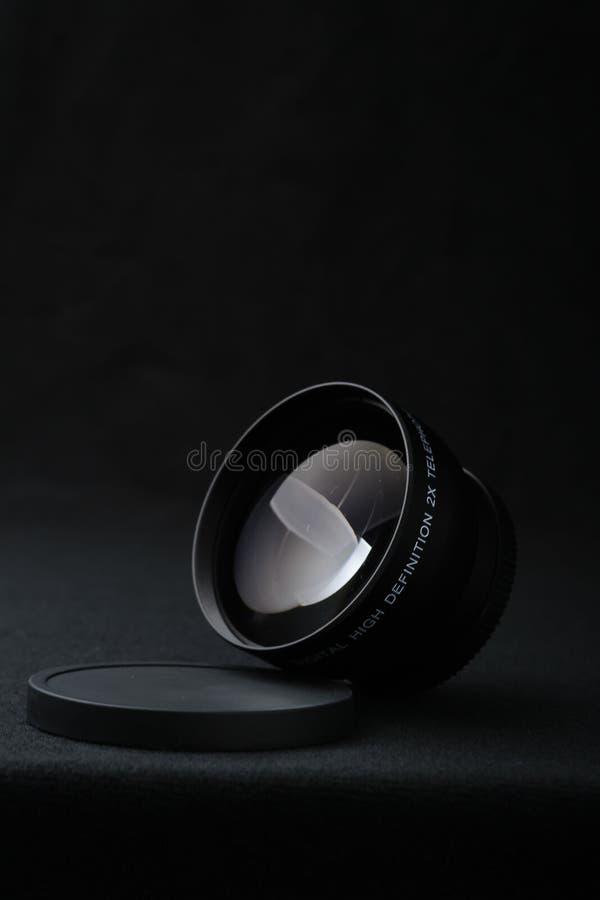 Fin d'objectif de caméra vers le haut sur le fond noir photos libres de droits