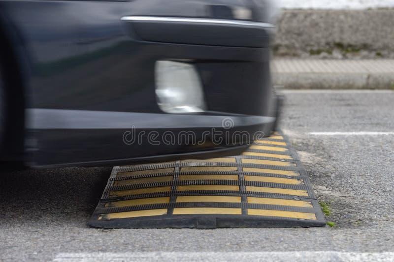 Fin de bosse de vitesse  images stock