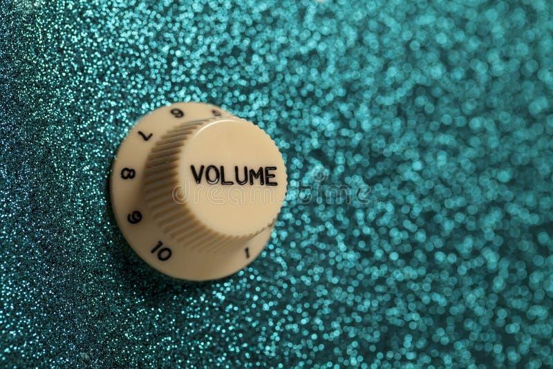 Fin de contrôle de volume de guitare de roche de Glam vers le haut photo libre de droits