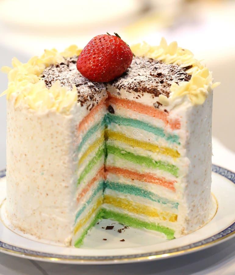 Fin de gâteau d'arc-en-ciel vers le haut - du gâteau 16 posé photo stock