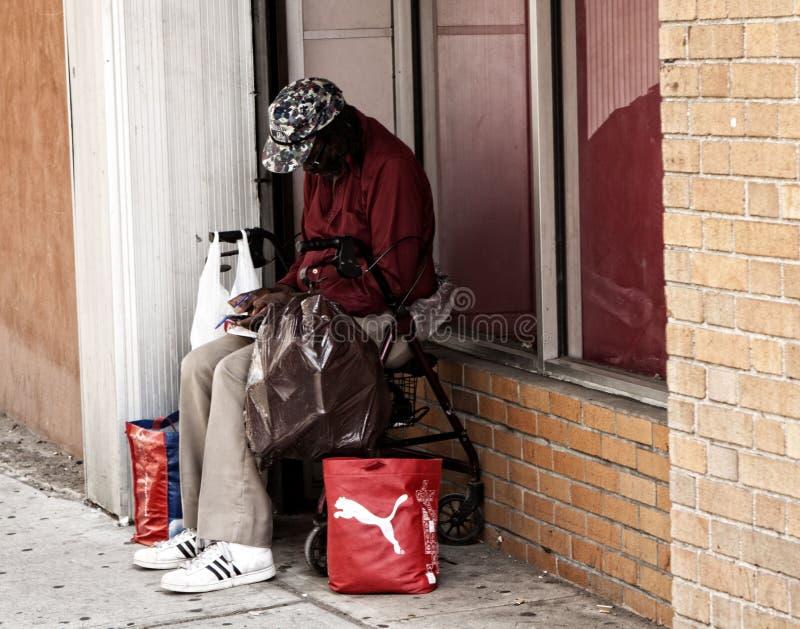 Fin dove può questo anziano ottenere fotografie stock libere da diritti