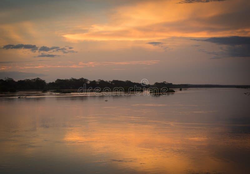 Fin du jour lors de la réunion du parnaÃba de rivières et poty au Brésil photographie stock libre de droits
