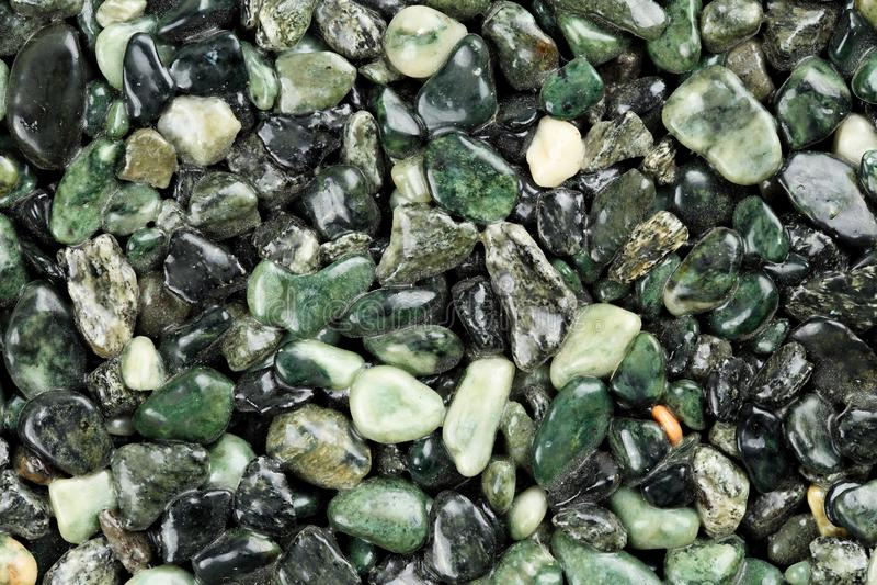 Fin extrême de tapis en pierre naturel coloré vert-foncé Différentes nuances et teintes de vert Revêtement de pierre décorative g photo stock