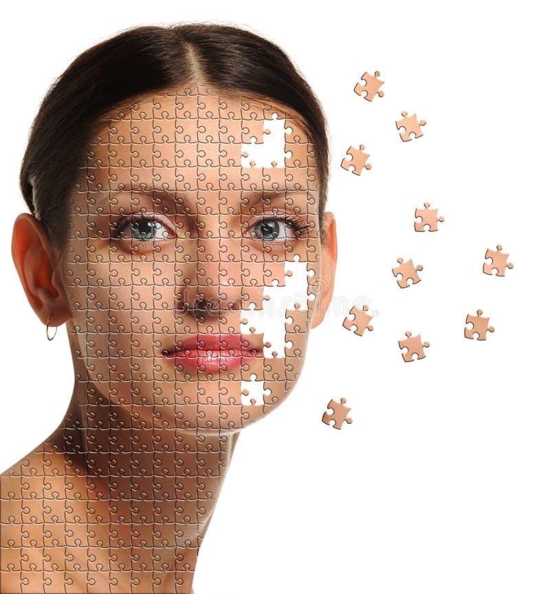 Fin femelle de visage vers le haut et puzzle de groupes photographie stock