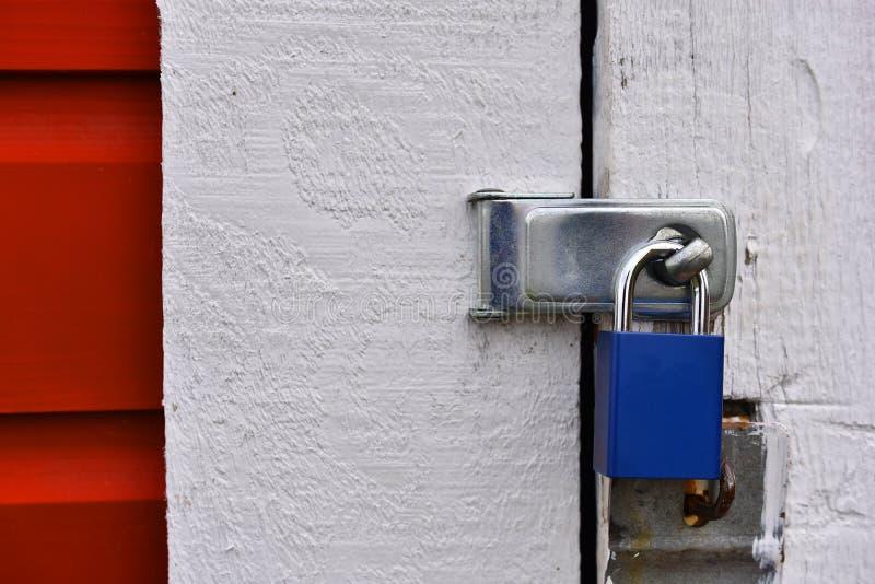 Fin fermée et verrouillée de cadenas  photo stock
