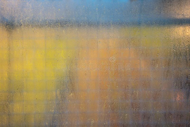 Fin humide de fenêtre vers le haut de vue images libres de droits