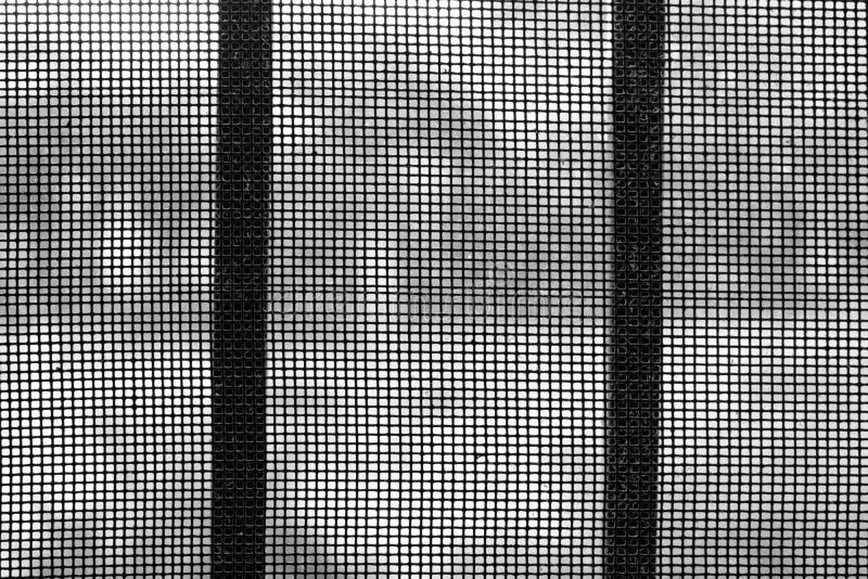 Fin noire et blanche vers le haut d'un gril poussiéreux et d'un filet en acier photo libre de droits