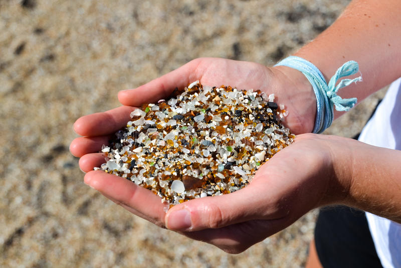 Fin - sable sur la plage en verre - Hanapepe, Kauai image stock
