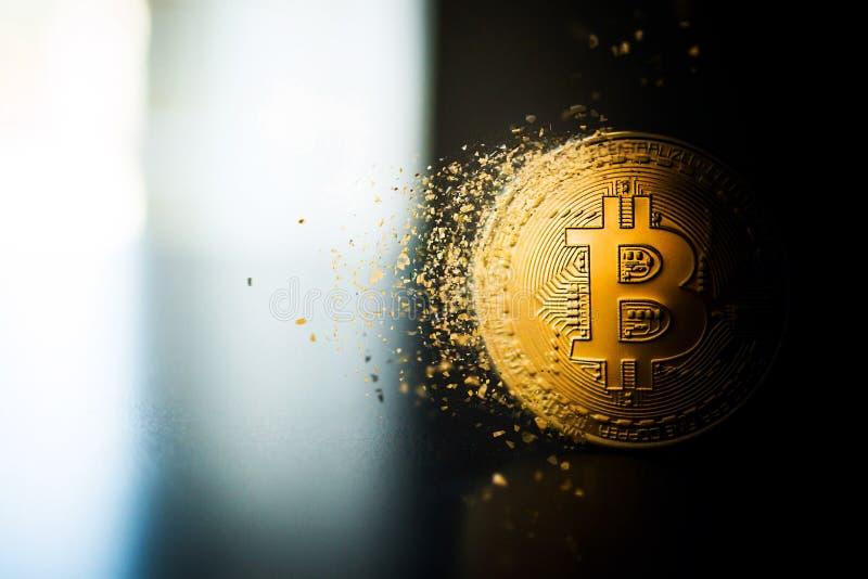 Fin simple de pièce de monnaie de bitcoin sur la disparition extérieure images libres de droits
