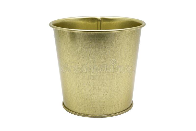Fin vers le haut d'isolat de couleur d'or de seau de bidon sur le fond blanc avec le chemin de coupure photos libres de droits