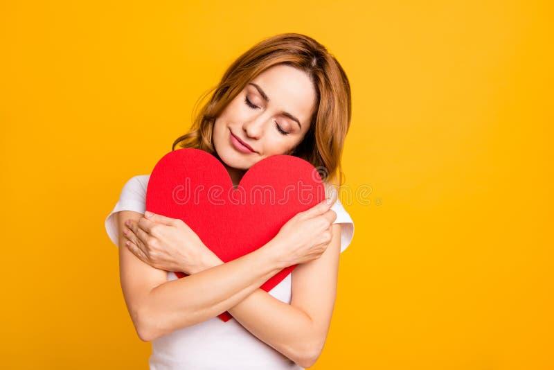 Fin vers le haut de bel étonnant de photo elle sa main de bras rusée d'augmenter de prise de dame que grand grand Bourgogne a col image stock