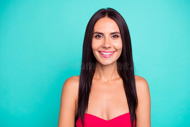 Fin vers le haut de bel étonnant de photo elle son rose mince maigre bronzé idéal parfait toothy de peau molle de corps de sourir image libre de droits