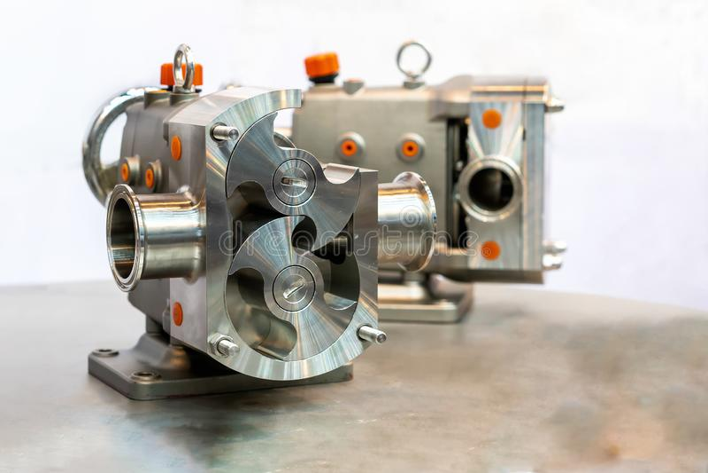 Fin vers le haut de détail en coupe d'exposition à l'intérieur de la technologie de pointe et de la qualité rotatoires ou de pomp image stock