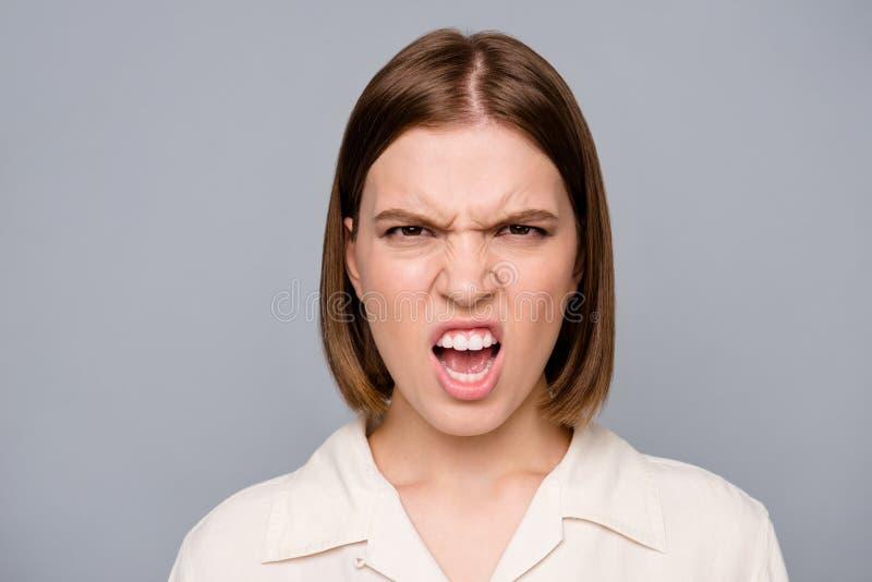 Fin vers le haut de la colère folle de photo belle stupéfiant elle son ignorer de dame n'écoutent pas pour parler pour dire l'ent image stock