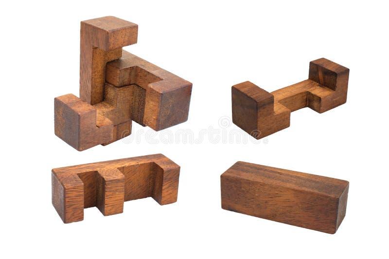 Fin vers le haut du puzzle en bois d'isolement sur le fond blanc photographie stock libre de droits