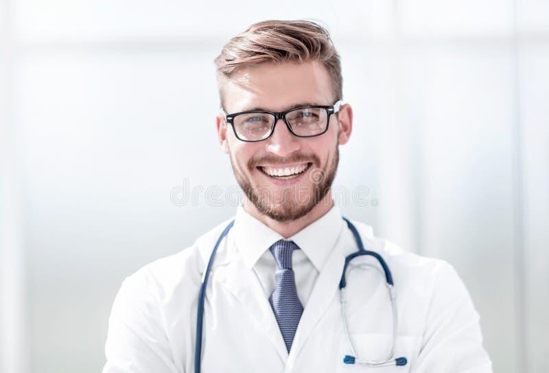 Fin vers le haut portrait d'un beau docteur supérieur photo libre de droits