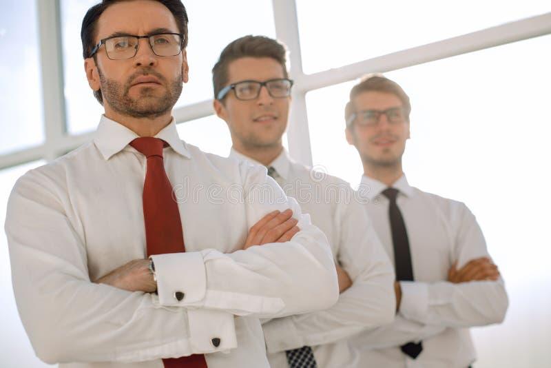 Fin vers le haut Un groupe de gens d'affaires confiant photo libre de droits