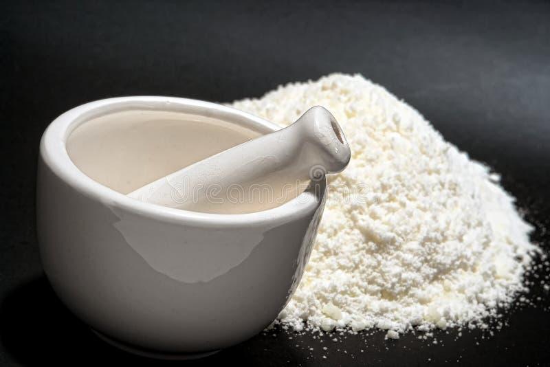 fin white för pulver för medicinmortelpestle arkivbilder