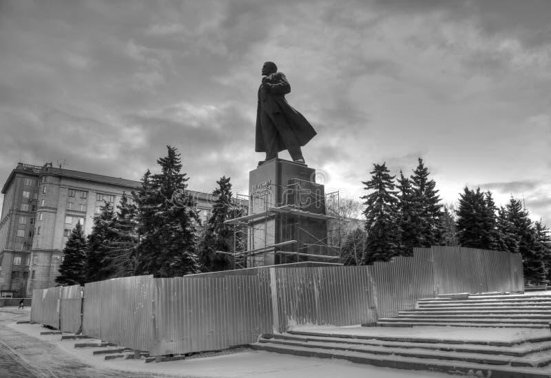 Final de la reconstrucción del monumento VI a Lenin fotos de archivo