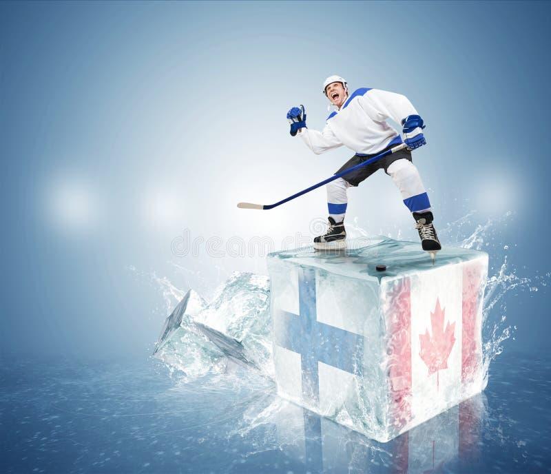 Final Finlandia contra Canadá. Jugador de hockey en el cubo de hielo foto de archivo