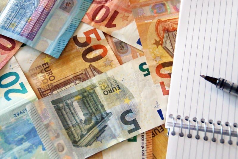Finança, contas/notas dos euro fotografia de stock royalty free