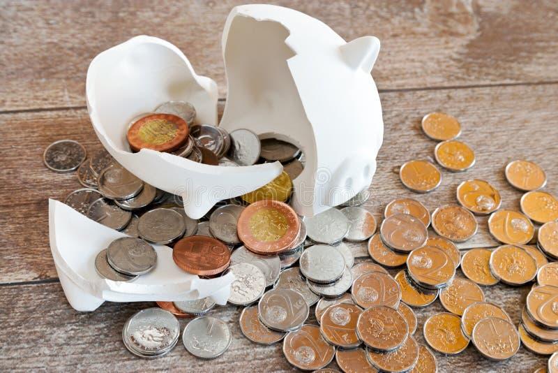 Finança e economia checas - mealheiro e dinheiro checo da coroa - c imagens de stock royalty free