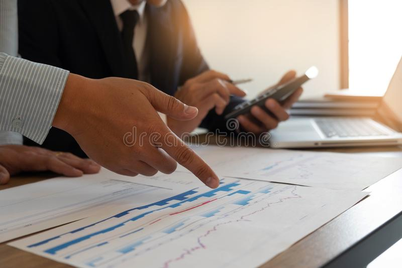 Finances d'affaires, auditant, rendant compte, collaboration de consultation, consultation photographie stock