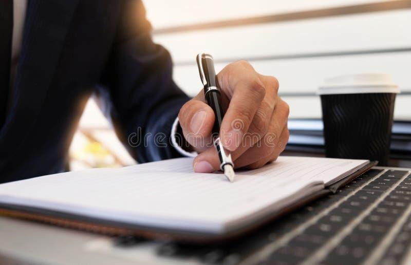 Finances d'affaires, auditant, rendant compte, collaboration de consultation, consultation image libre de droits