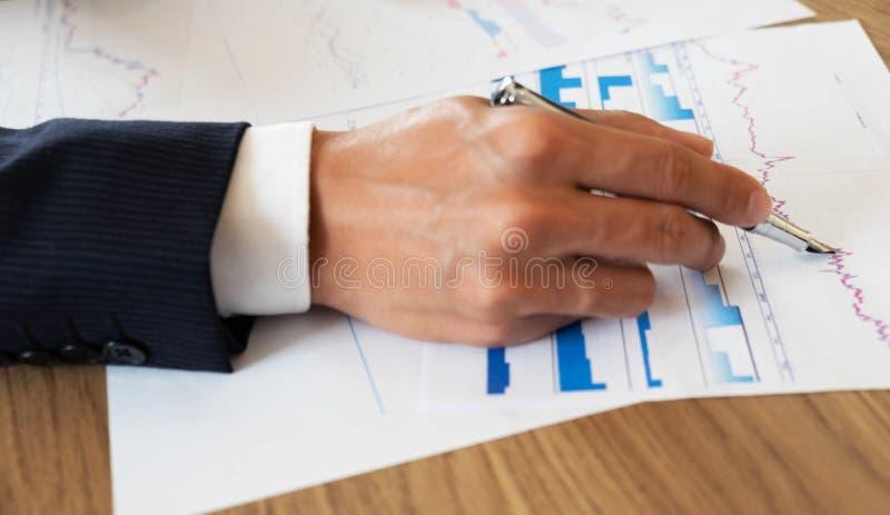 Finances d'affaires, auditant, rendant compte, collaboration de consultation, consultation photographie stock libre de droits