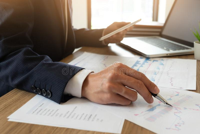 Finances d'affaires, auditant, rendant compte, collaboration de consultation, consultation photos stock
