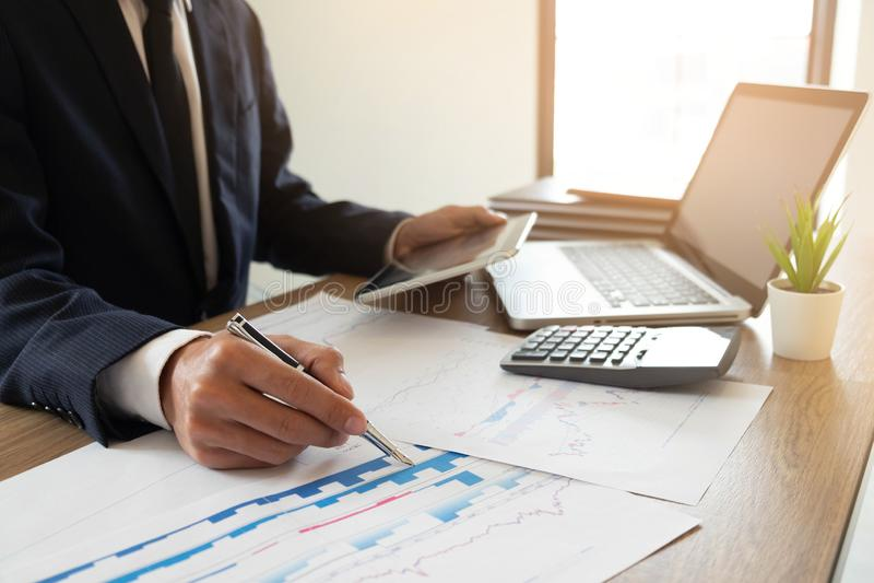 Finances d'affaires, auditant, rendant compte, collaboration de consultation, consultation photo libre de droits