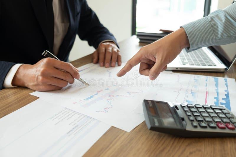 Finances d'affaires, auditant, rendant compte, collaboration de consultation, consultation photos libres de droits