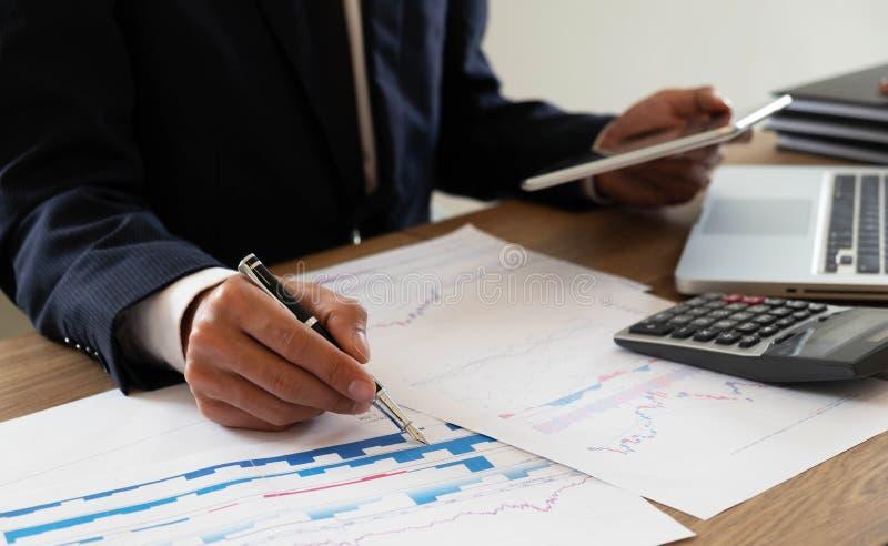 Finances d'affaires, auditant, rendant compte, collaboration de consultation, consultation images libres de droits