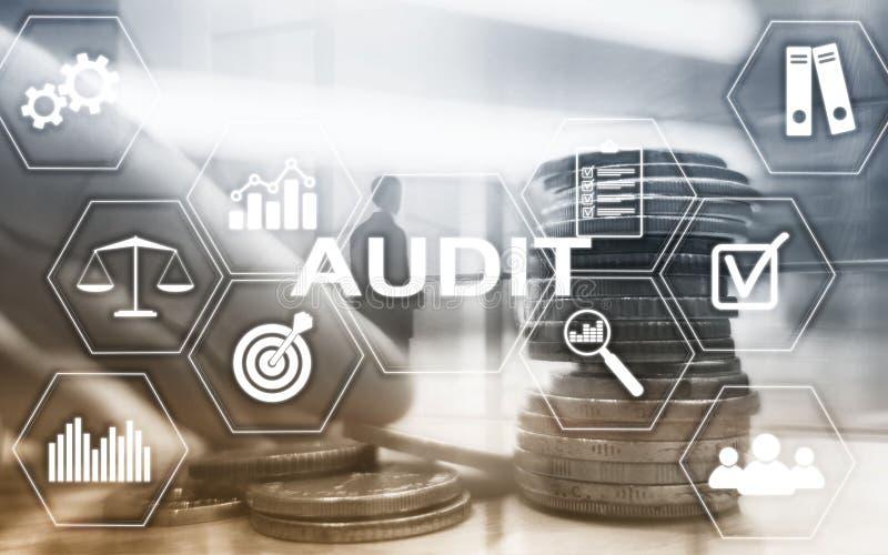 Finances d'audit encaissant le concept La double exposition invente le fond financier et d'affaires images stock