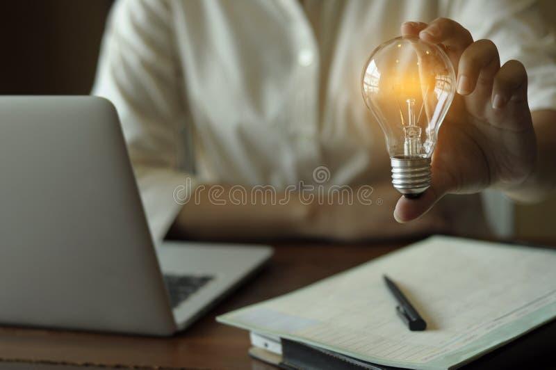 Finances de comptabilité d'idée et concept économisant d'énergie images libres de droits