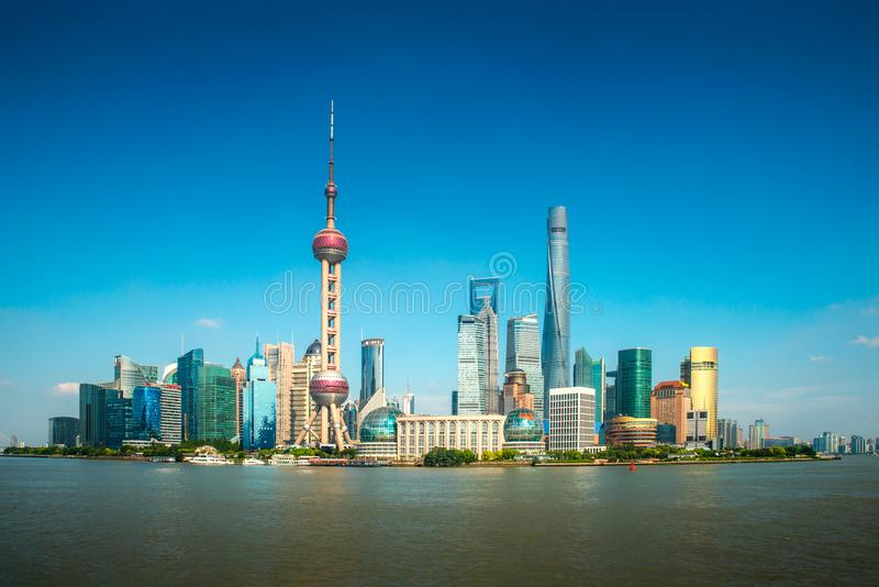 Finances de lujiazui de Changha? et horizon de zone commerciale de district des affaires avec le bateau de croisi?re, Changha? Ch image stock
