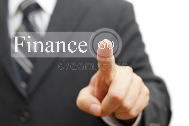Finances de pressing d'homme d'affaires sur le bouton virtuel photos stock