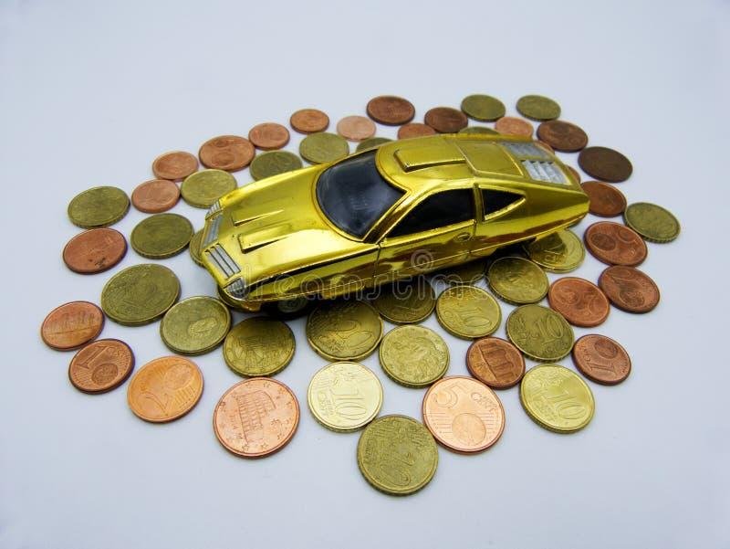 Finances et prêt automobile, argent économisant pour des concepts d'une voiture image stock