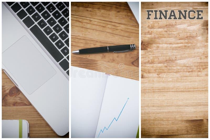 Finances, PC sur le bureau en bois photographie stock libre de droits