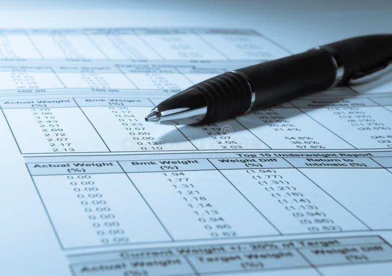 Financiële Aantallen en Pen royalty-vrije stock afbeeldingen